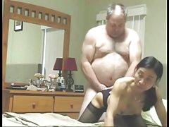金发大胸三人视频乱搞的妻子的樱桃蹦出