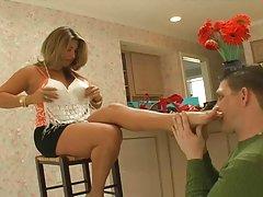 价格哈里裸体步骤-妈妈清洁的爱丽丝尼尔的性爱场景
