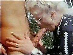 手工操作的废旧电线剥多汁的变性人的公鸡2
